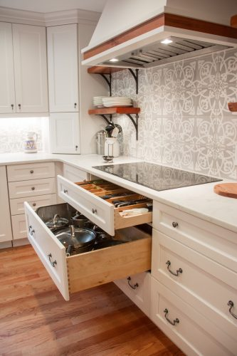 large-drawers-under-stove-top